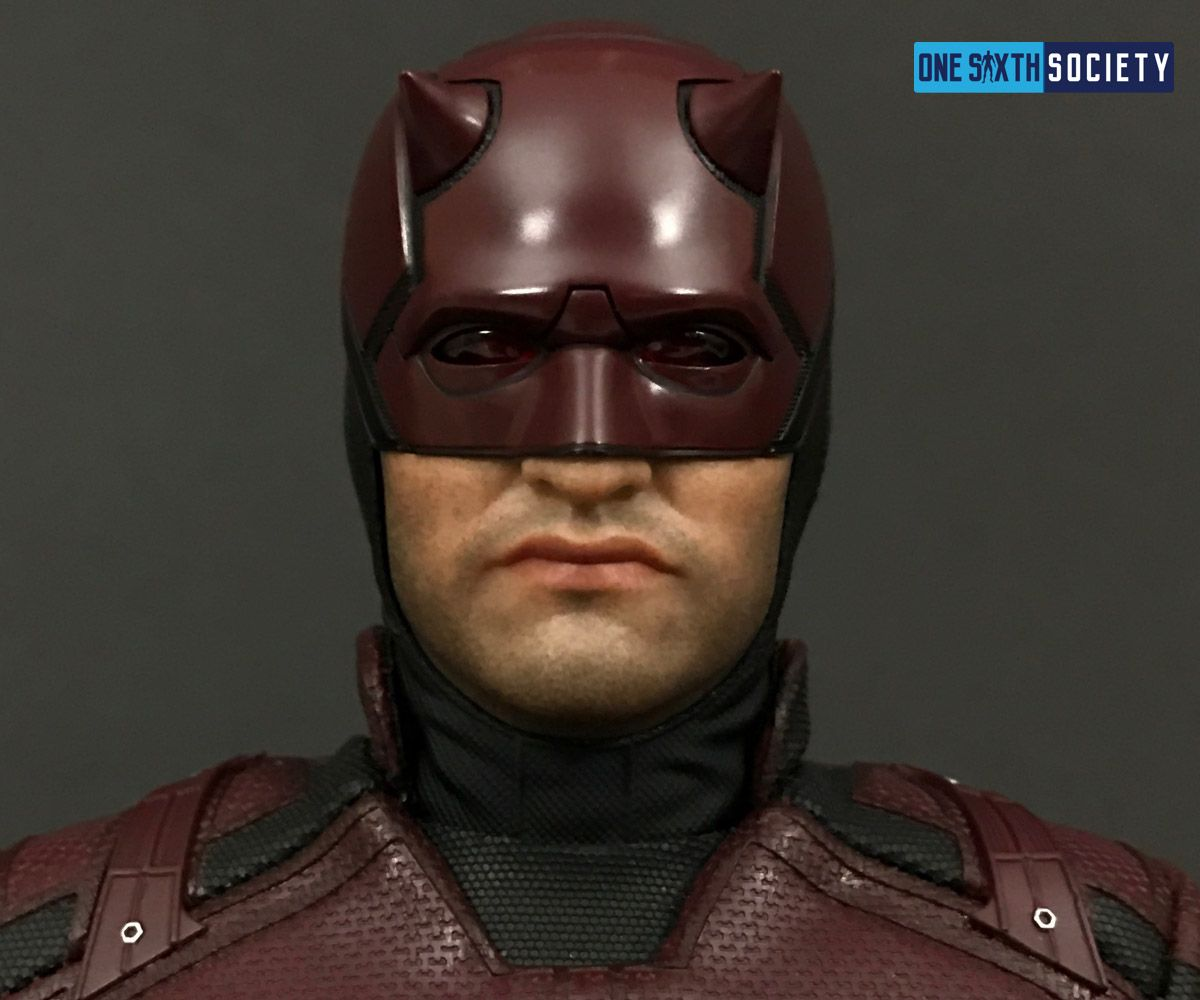 The Hot Toys Daredevil Head Sculpt comes with two interchangeable faceplates